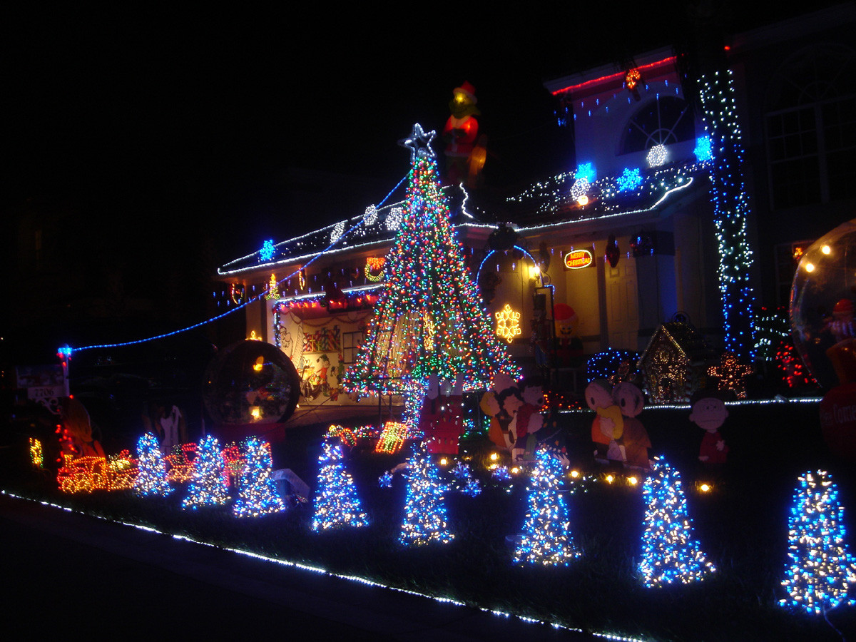 http://www.proteamlights.com/wp-content/uploads/2015/07/lights-holiday-1200x900.jpg